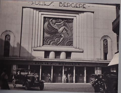 1932_Folies Bergere